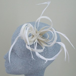 Cream Fascinator or Corsage Jordan - FAS042