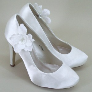Bridal Shoe Clips Ivory Flower and Diamante - BSC002